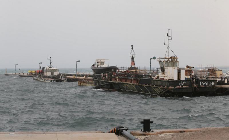 مصدر عسكري ليبي: مسلحون فجروا خط أنابيب للنفط في ليبيا